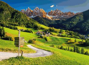 Alpen Domlomiten Dorf Santa Maddalena Dorf iStock911747092 web