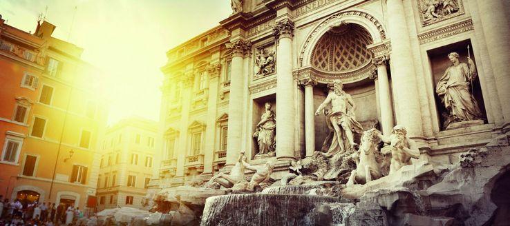 Der Trevi-Brunnen ist der populärste und mit rund 26 Meter Höhe und rund 50 Meter Breite größte Brunnen Roms und einer der bekanntesten Brunnen der Welt. Er wurde 1732 bis 1762 nach einem Entwurf von Nicola Salvi im spätbarocken, im Übergang zum klassizistischen Stil, im Anschluss an den Palazzo Poli erbaut. Er ist eine der wichtigsten Sehenswürdigkeiten Roms.