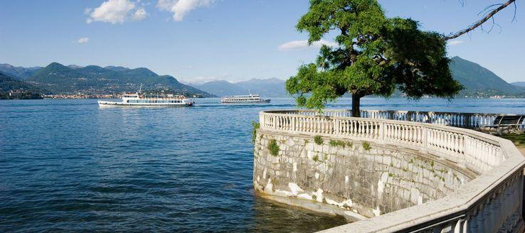 Der Lago Maggiore ist ein in den italienischen Regionen Piemont und Lombardei sowie im Schweizer Kanton Tessin gelegener, von dem gleichnamigen Hauptzu- und -abfluss Tessin durchflossener oberitalienischer See.